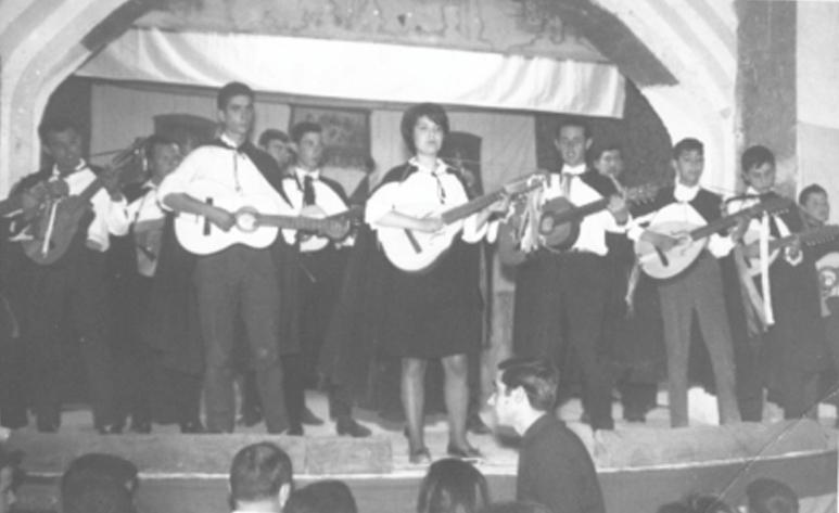 Actuació de la Rondalla al Cine Avenida. Anys 60