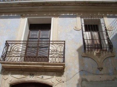 Detall de la Casa de l'Escrivà, a Relleu. Font