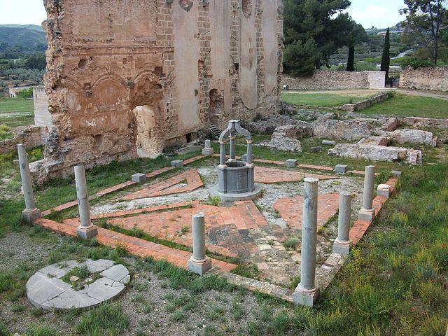 Claustre de Sant Jeroni, cartoixa de Valdecrist. Font: Viquipèdia