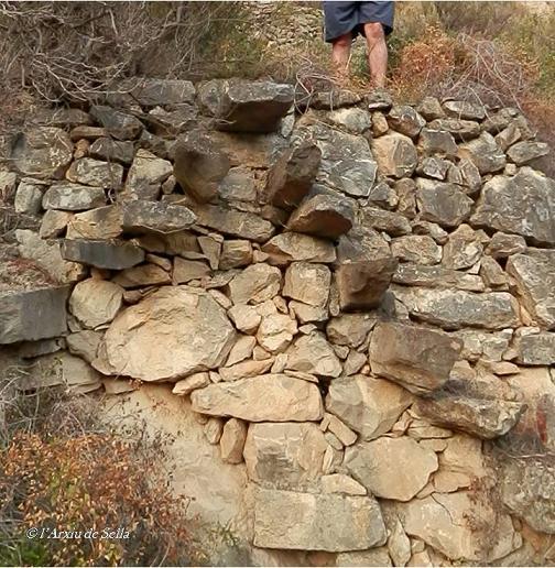 Doble escala amb forma piramidal. Un exemple de tècnica virtuosa en el treball de la pedra en sec