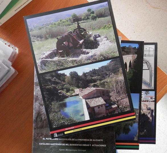 L'obra consta de tres volums, en un dels quals apareix una fotografia del Molí de Baix de Sella