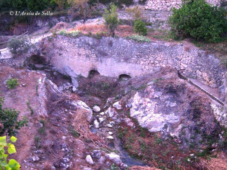 Les restes del molí del Pont Vell, desprès de desbrossar el riu l'any 2011