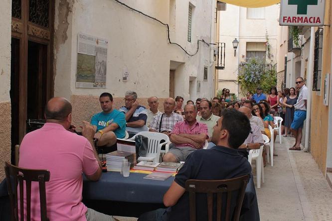 Arcos exposa la seua investigació davant el nombrós públic assistent