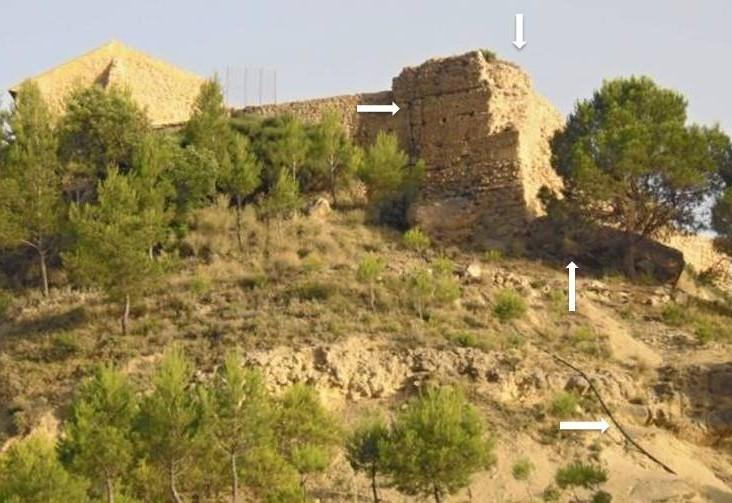 Figura 1. Mur de tapial del castell de Sella. Vista exterior.