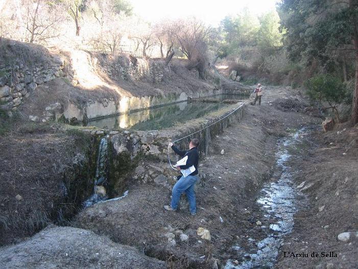 Mesurant les basses del Fardatxo (Tagarina). Febrer de 2012.