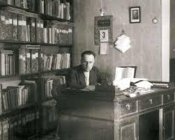 Bartomeu Darder Pericàs al seu estudi