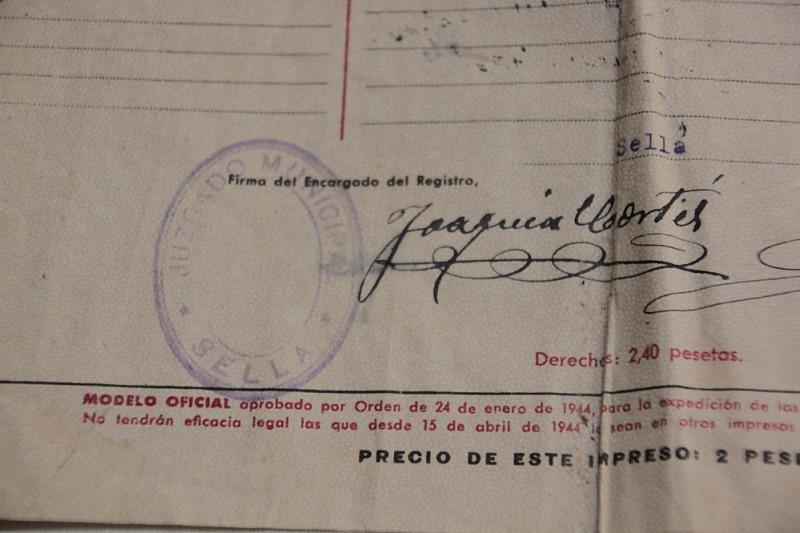 Signatura com a Jutge de Pau. Any 1945